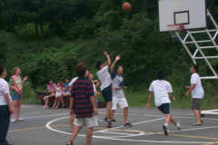 pictures Korean students playing basketball at summer camp