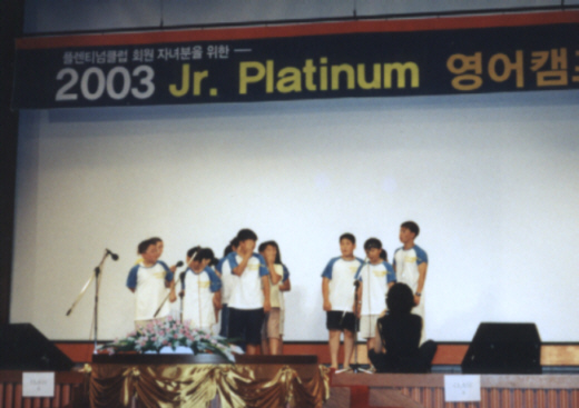 Pictures ESL in Canada 2003 Korea Daewoo Premium English Summer Camp English class presentations